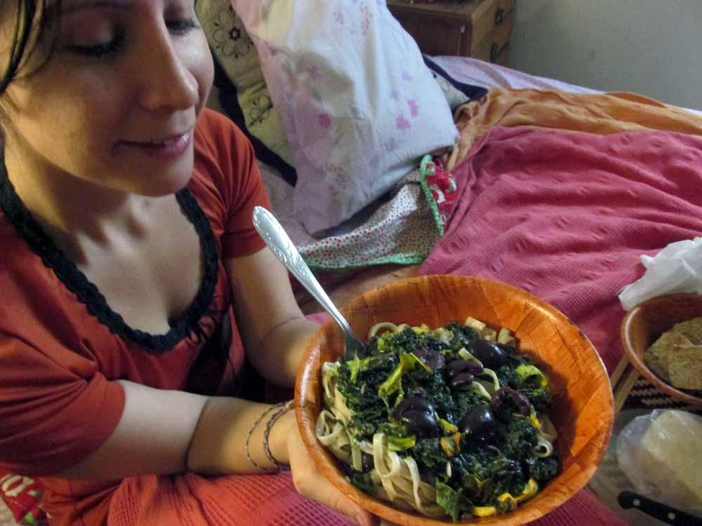 08 - FOOD COMIDA HOJA DE BATATA CON ACEITUNAS Y FLORES DE ZAPALLO 03 VERO - SMALL