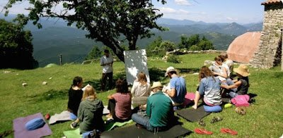 Outdoor learning with Rico during last year's PDC (La Garrotxa)