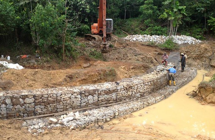 desilting-and-installing-gabions