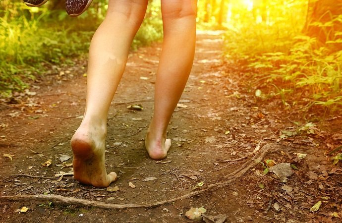 """""""Earthing"""" and Permaculture: Potent Health Benefits for the """"Dirt Farmer"""" 01"""